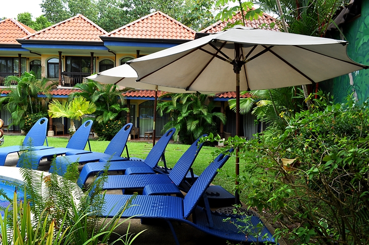 hotel-cuna-del-angel-dominical-ballenatales-pool-restaurant-1