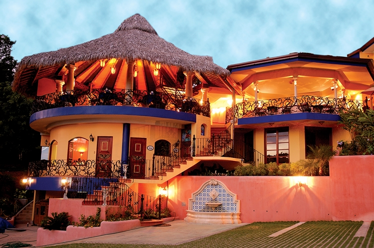 hotel-cuna-del-angel-dominical-ballenatales-pool-restaurant-10
