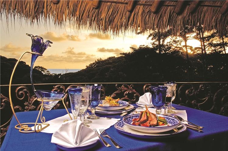hotel-cuna-del-angel-dominical-ballenatales-pool-restaurant-11