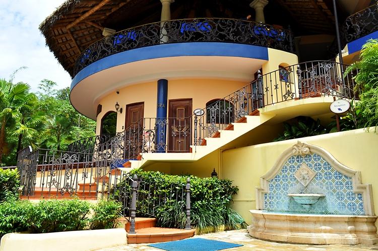 hotel-cuna-del-angel-dominical-ballenatales-pool-restaurant-12