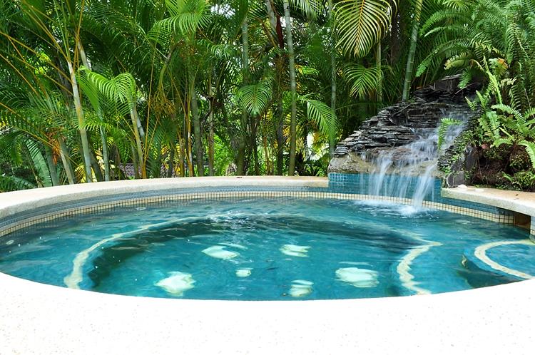 hotel-cuna-del-angel-dominical-ballenatales-pool-restaurant-14