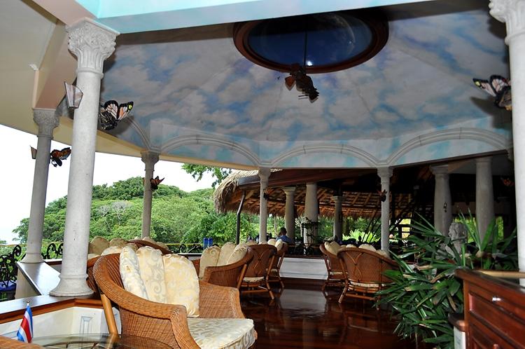 hotel-cuna-del-angel-dominical-ballenatales-pool-restaurant-15