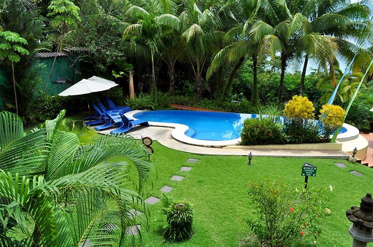 hotel-cuna-del-angel-dominical-ballenatales-pool-restaurant-2