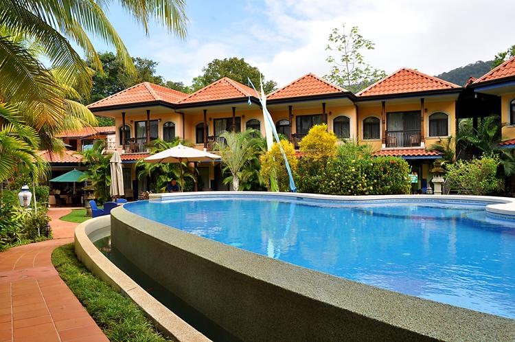 hotel-cuna-del-angel-dominical-ballenatales-pool-restaurant-5