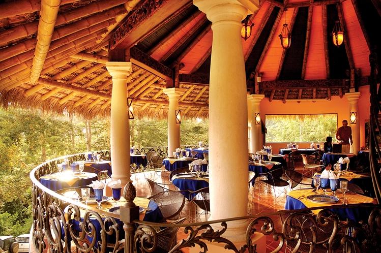 hotel-cuna-del-angel-dominical-ballenatales-pool-restaurant-6
