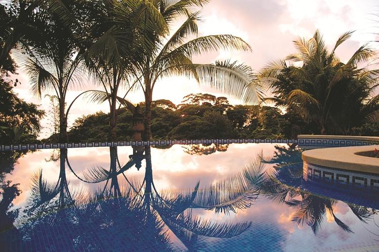 hotel-cuna-del-angel-dominical-ballenatales-pool-restaurant-9