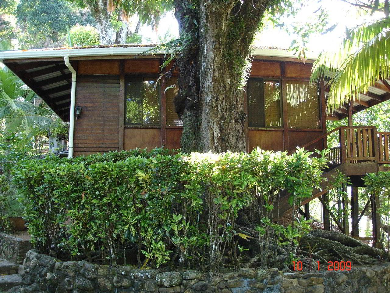 #bar #restaurant #hotel #la-parcela #dominical #costa-ballena #costarica #hosting #rooms #nature