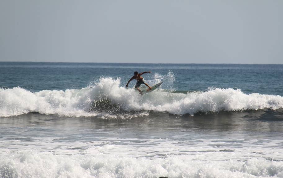 ballenatales-surf-hermosa-torneo-contest-uvita-puravida-ballena-osa