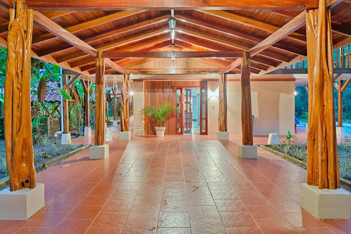 whale-resort-osa-peninsula-puravida-costaballenalovers-villas-for-rent-beachfront-tour-room-villa-2