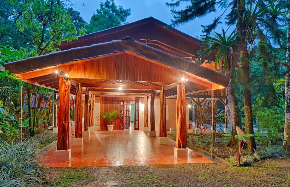 whale-resort-osa-peninsula-puravida-costaballenalovers-villas-for-rent-beachfront-tour-room-villa-3