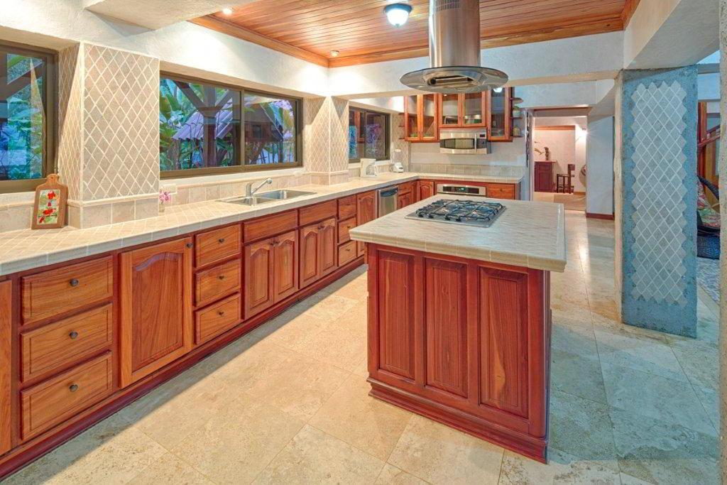 whale-resort-osa-peninsula-puravida-costaballenalovers-villas-for-rent-beachfront-tour-room-villa-kitchen