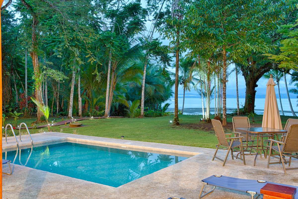 whale-resort-osa-peninsula-puravida-costaballenalovers-villas-for-rent-beachfront-tour-room-villa-pool-3
