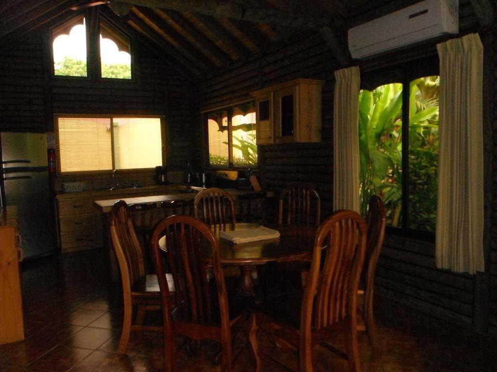 whales-beach-ventanas-windows-costaballenalovers-ballenatales-villas-bungalows-ballena-rooms-2
