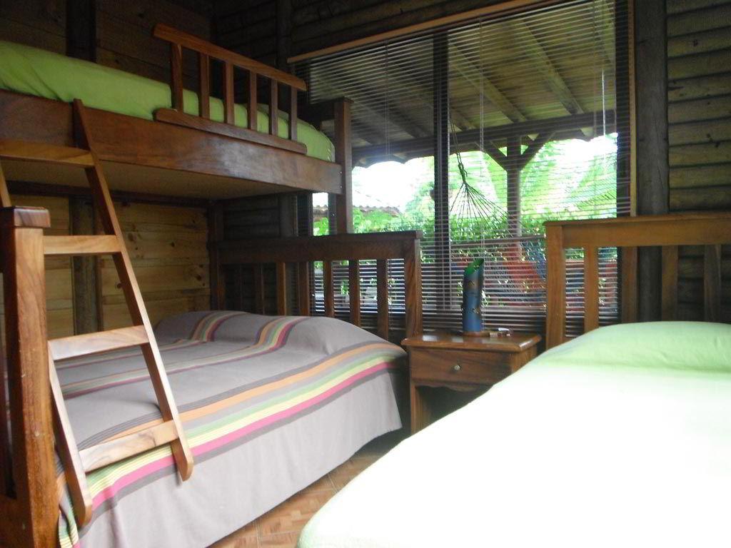 whales-beach-ventanas-windows-costaballenalovers-ballenatales-villas-bungalows-ballena-rooms-4