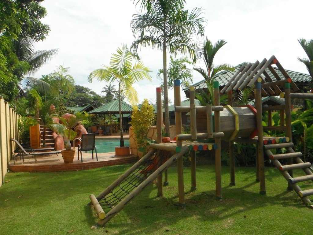 whales-beach-ventanas-windows-costaballenalovers-ballenatales-villas-bungalows-ballena-rooms-pool-facilities-playground