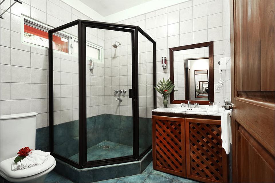 Vista Ballena Hotel . bathroom, baño