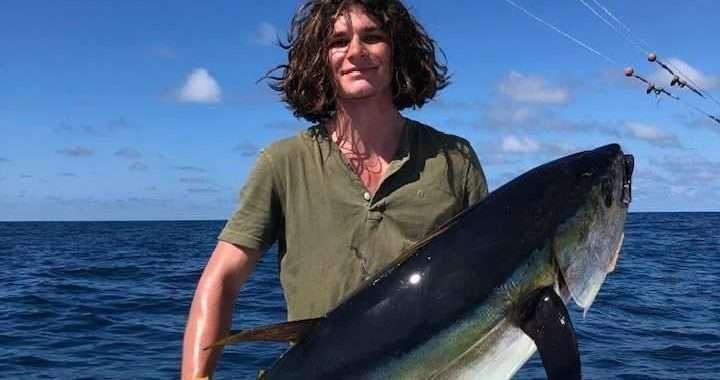 El atún muerde como loco 1